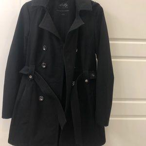 Water resistant trench coat
